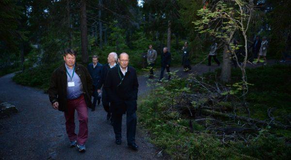 Mr. Petteri Taalas leading the guests.